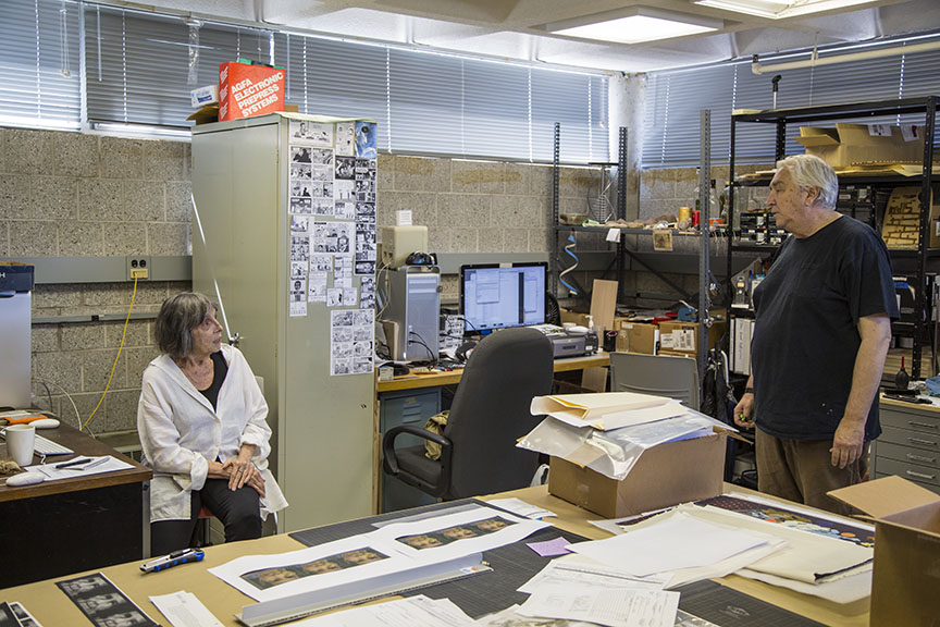 Joan Logue (left) conversing with IEA Co-Director Peer Bode
